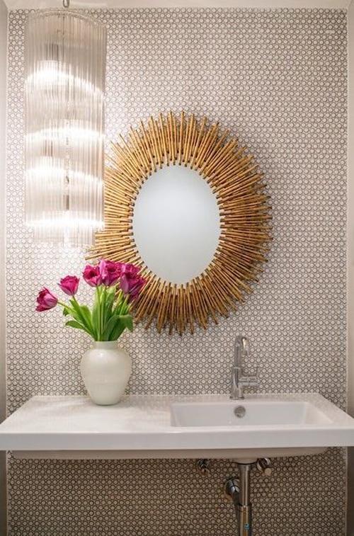 Ronde spiegels in de badkamer