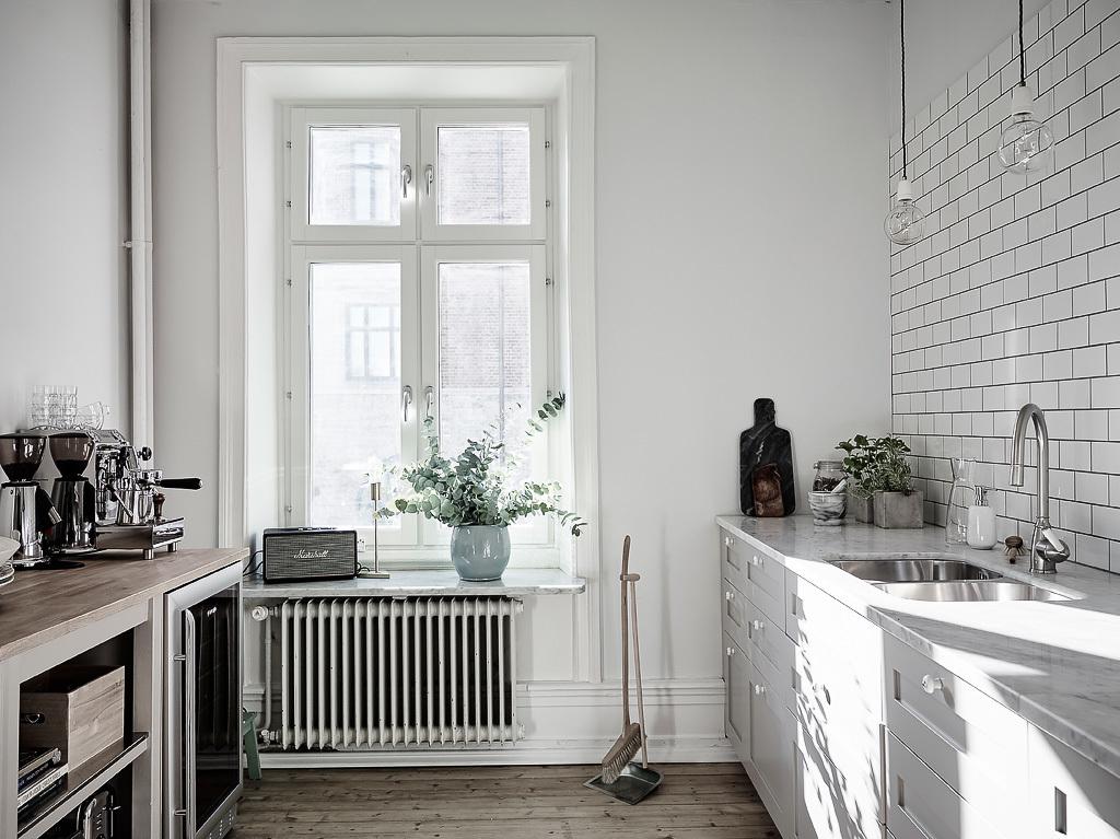 Ruime lichte keuken met ruime eetkamer