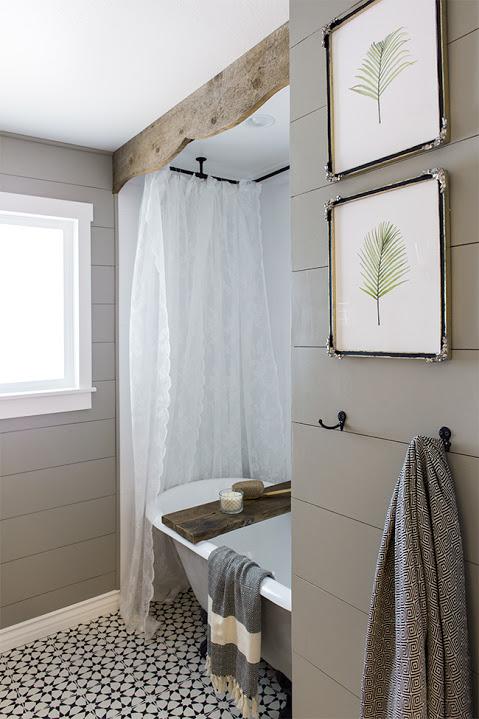 Van gedateerde jaren '70 badkamer naar leuke landelijk rustieke badkamer
