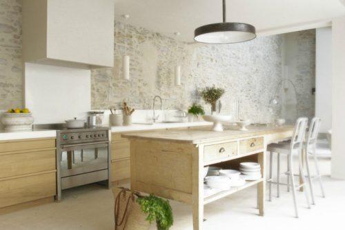 Rustieke landelijke keuken door interieurstylist Marie-Laure Helmkampf