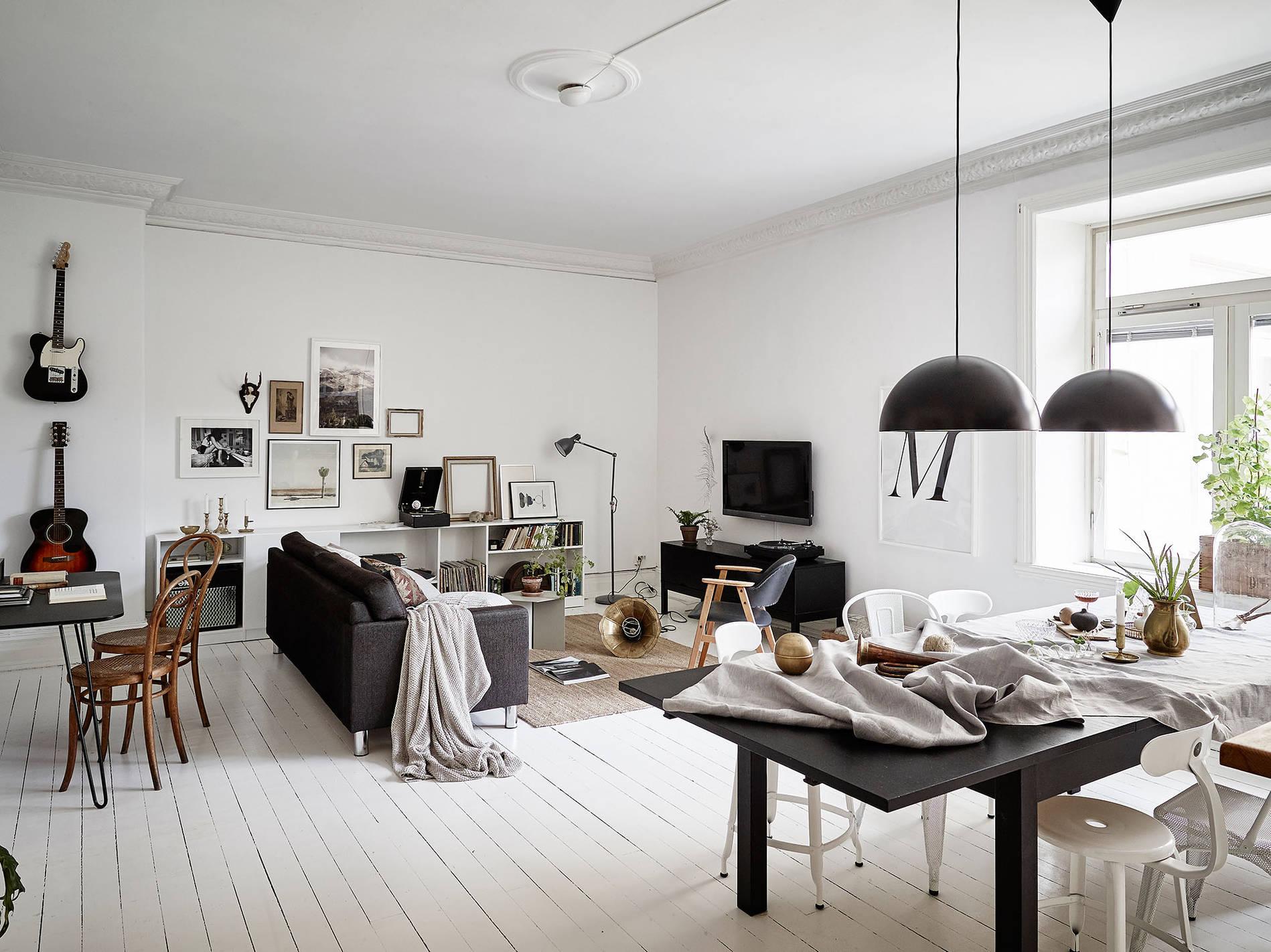 Scandinavische Woonkamer Met Kleurencontrast Huis