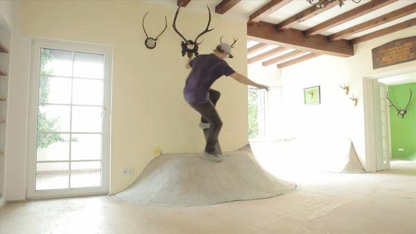 Een skate ramp in huis