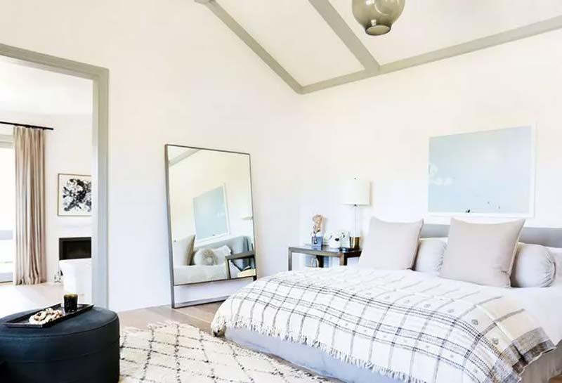 slaapkamer decoratie grote spiegel