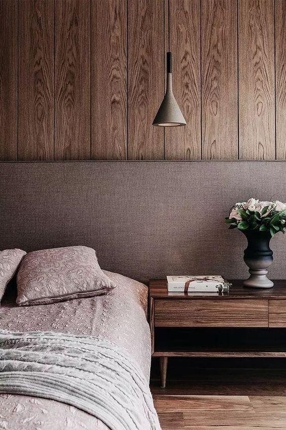 Slaapkamer houten wandbekleding warm