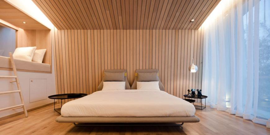 slaapkamer houten wandbekleding