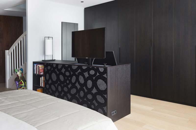 slaapkamer kast met tv-lift