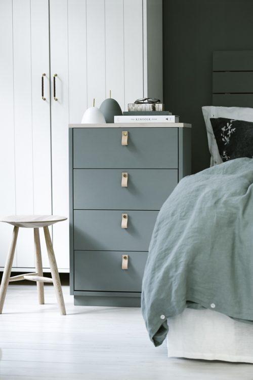 Slaapkamer van Norrgavel met olijfgroene muren