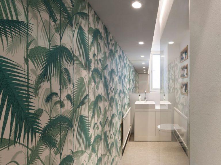 smalle badkamers voorbeelden jungle behang