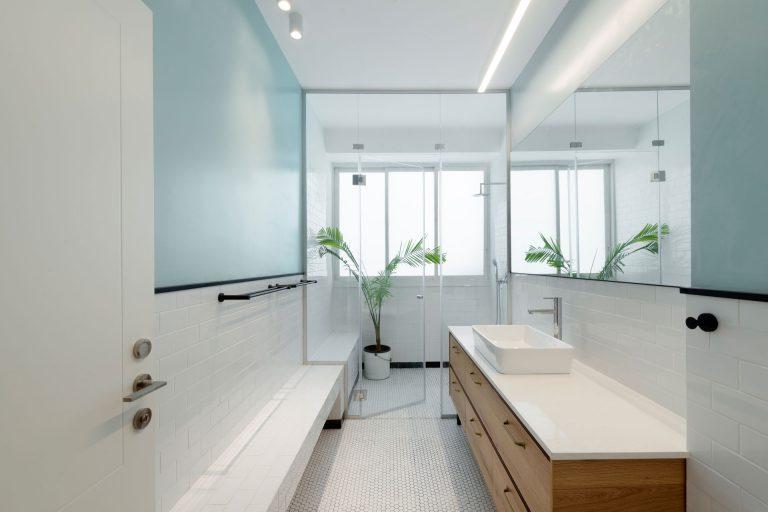 smalle badkamers voorbeelden lang