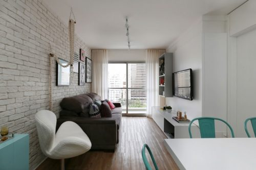 Smalle stoere romantische woonkamer