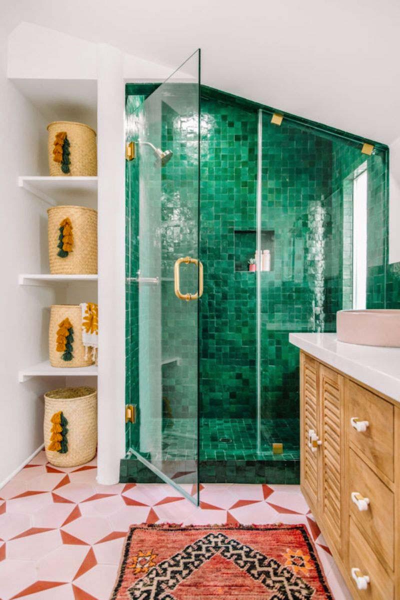 smaragdgroene tegels badkamer
