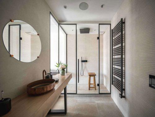 Stoere badkamer en suite door ZOOI Design