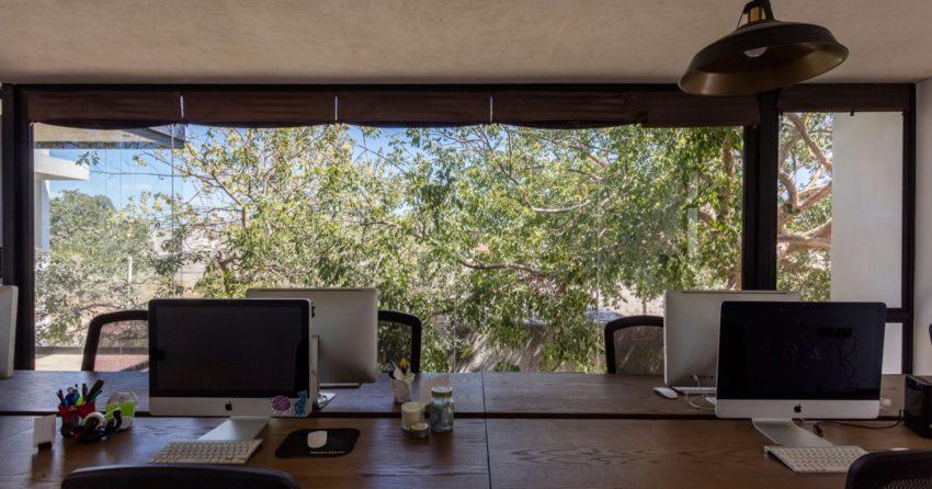 Dit stoere kantoor is gedeeld door een reclamebureau en een architectenbureau