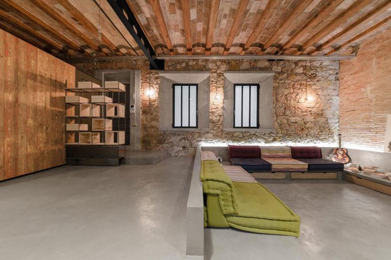 Stoere woonkamer met een verzonken lounge