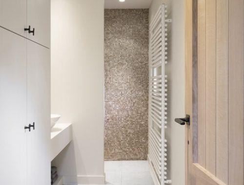 Strakke landelijke badkamer
