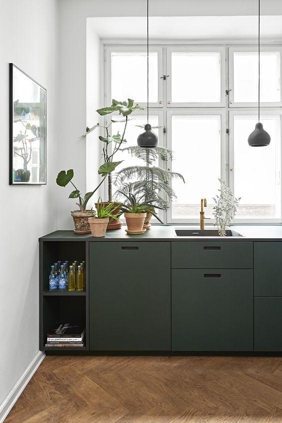 strakke moderne donkergroene keuken