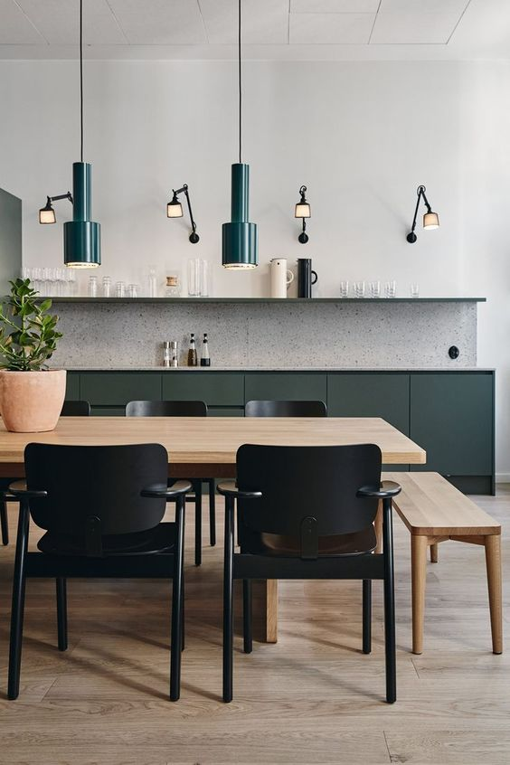 Strakke moderne groene keuken