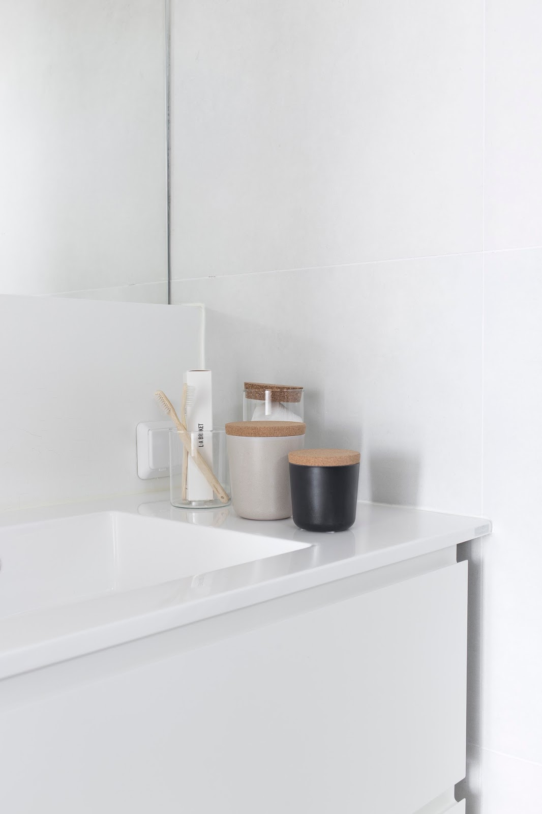 strakke-witte-badkamermeubel