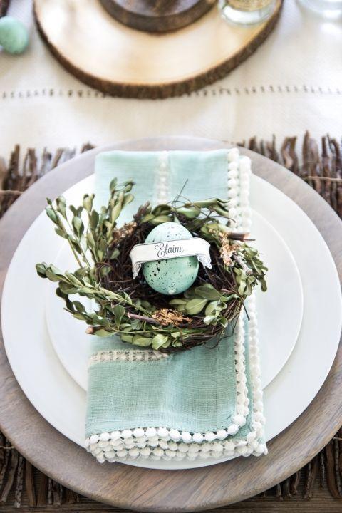 tafel dekken Pasen servies