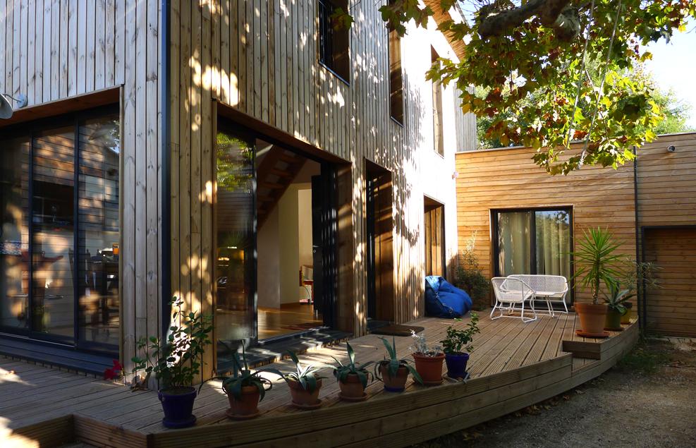 Deze tuin heeft een mooi vlonder terras gekregen huis inrichten