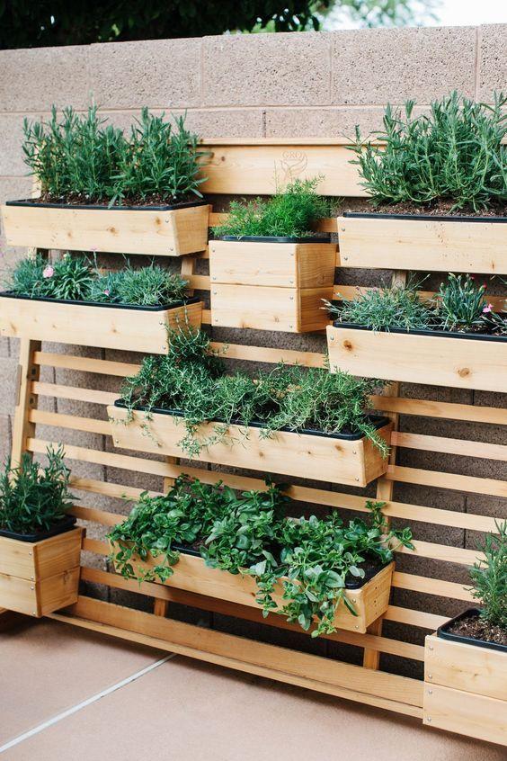 tuinafscheiding met plantenbakken