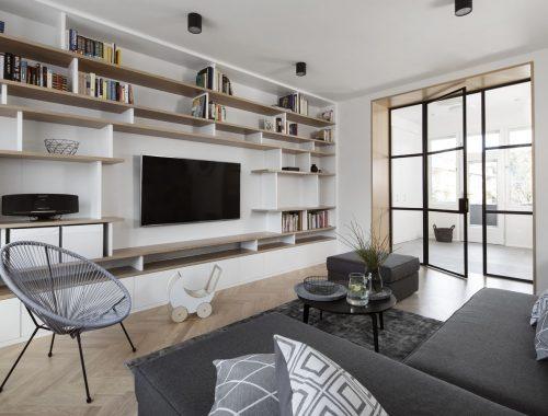 De TV wandkast vormt dé blikvanger in deze woonkamer