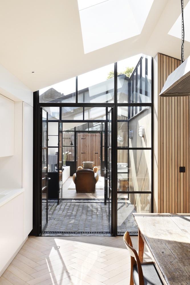 Voormalige garage verbouwd tot luxe speelse woning