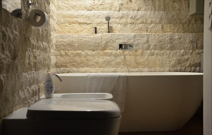 Natuursteen Wand Badkamer : Kleine badkamer met natuurstenen muur
