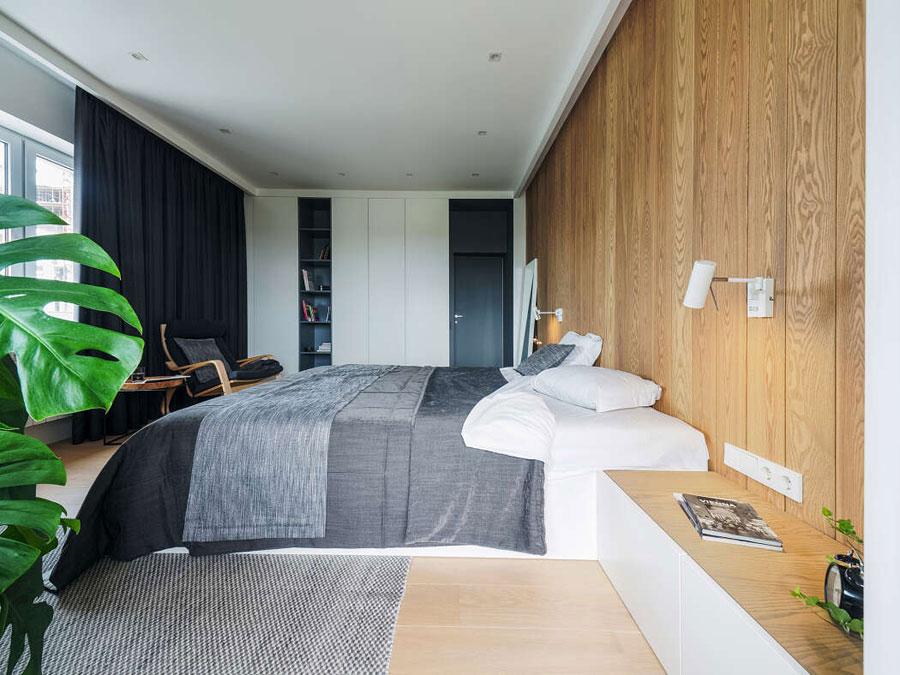 Warme moderne master bedroom van hoekappartement