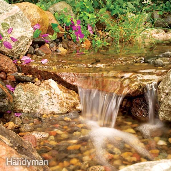 Waterval in de tuin zonder vijver