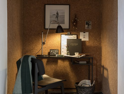 Werkplek inrichten in inham van slaapkamer