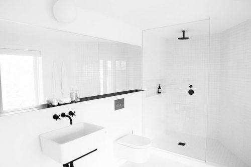 Kraan Badkamer Zwart : Witte badkamer met zwarte details