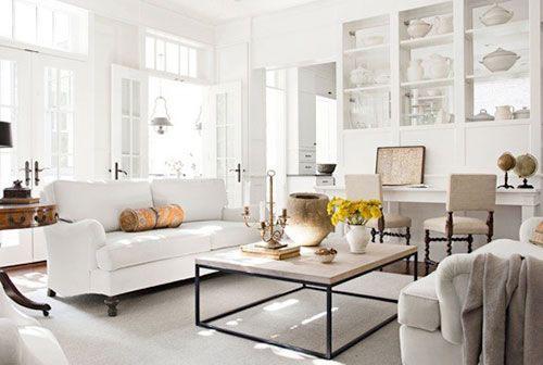 Witte landelijke woonkamer