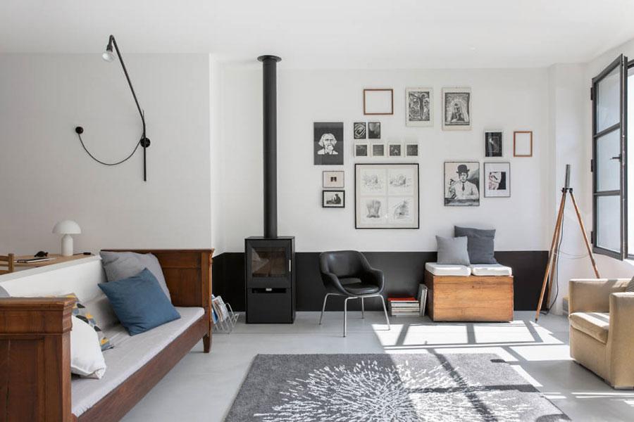Woonkamer ideeen - stoere woonkamer met gallery wall met lijsten
