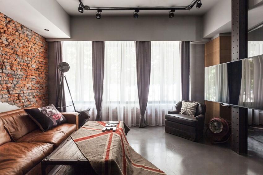 stoere indusriele woonkamer ideeën tv aan stalen pilaar