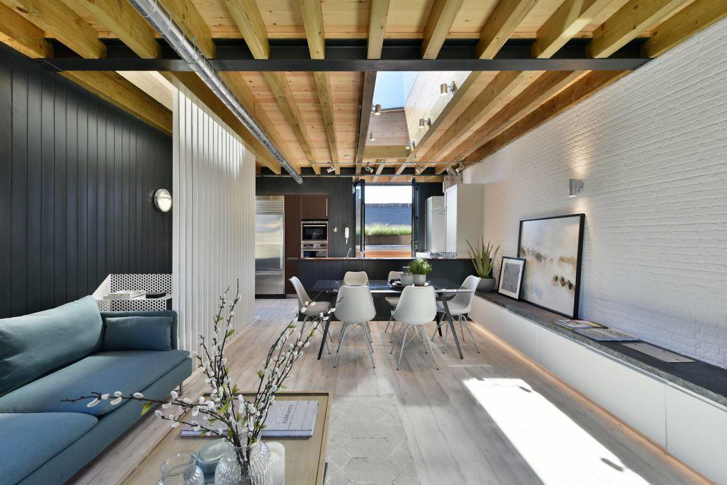 woonkamer ideeen - stoere woonkamer met verlichting de op maat gemaakte tv meubel