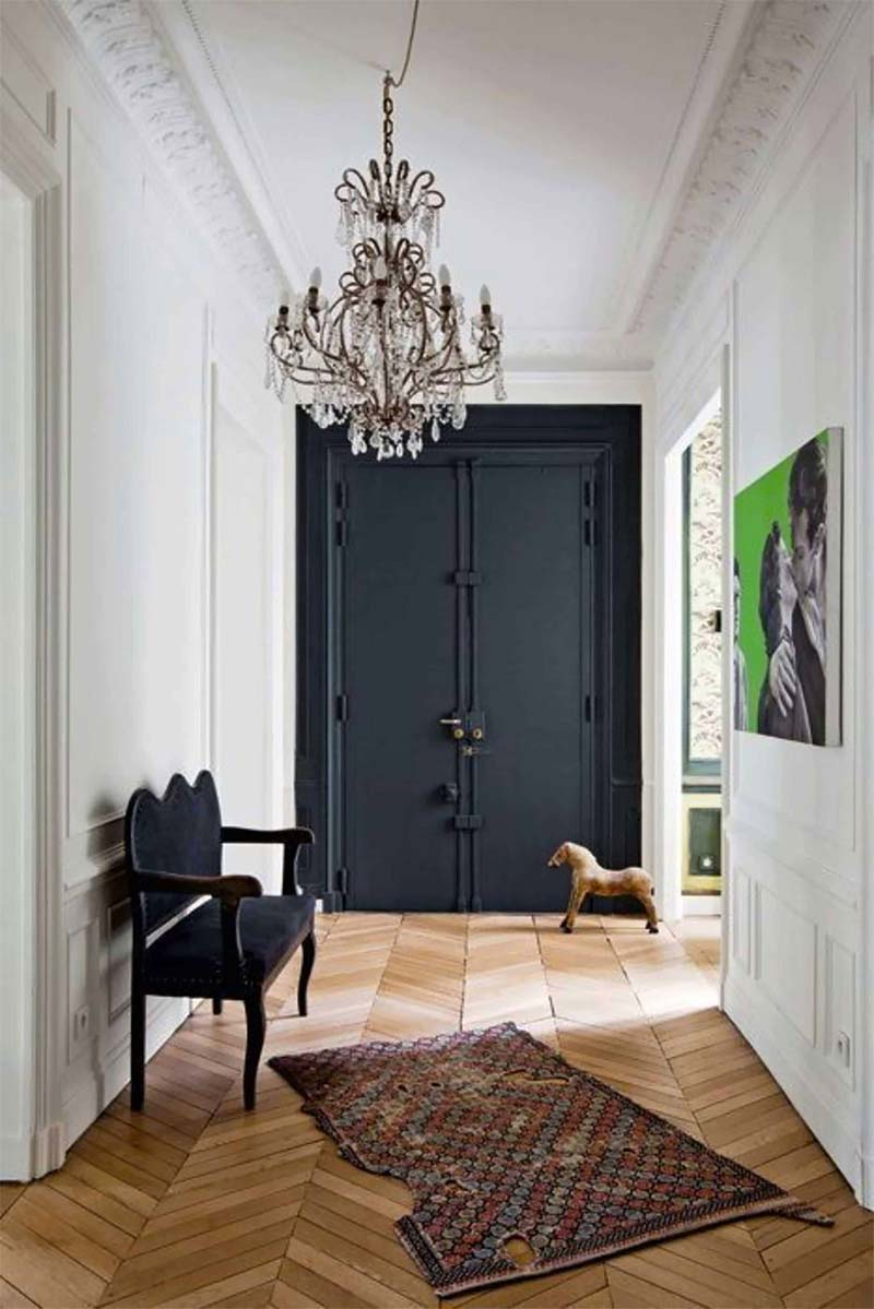 zwarte accentmuur deur