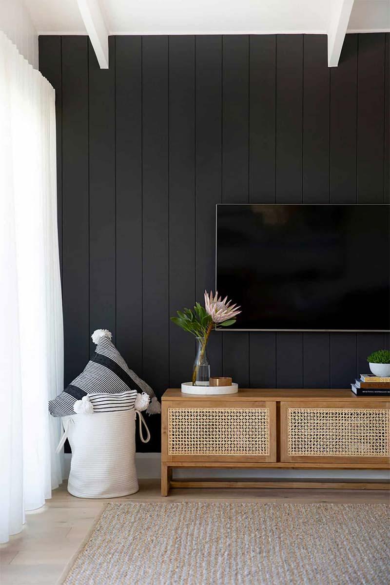 zwarte accentmuur tv aan de muur