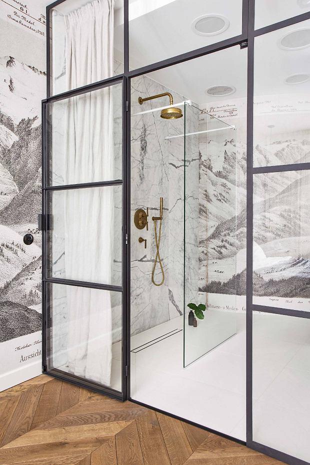 zwarte stalen deur met glas badkamer en suite