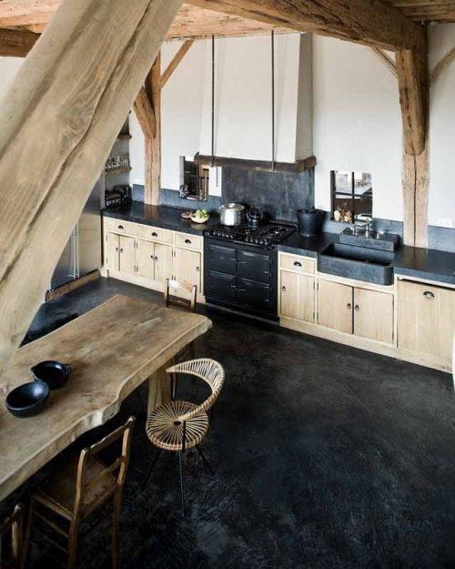 Zwarte vloer in de keuken