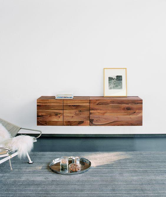 Zwevende houten kast